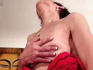 Horny Matures Breezy Playing With Herself - Maturenl