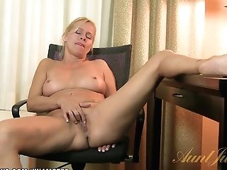 Payton Leigh Caresses One Out