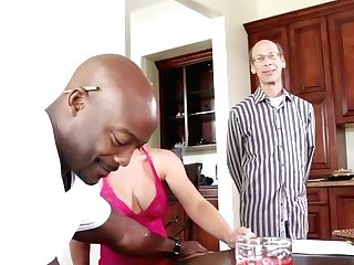 Sean Michaels Buries His Stiff Man Sausage In Amazingly Sexy Nat Turnher's Muff