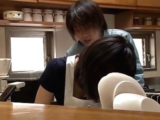 Palace Wifey Fucked From Behind In Kitchen - Nana Nanaumi Petite Mummy Rump