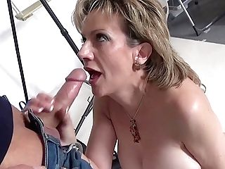 Photographer Mouth Fucks Matures Lady Sonia