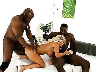 Amazing Curvy Lady Sienna Day Takes Double Penetration From Strong Black Studs