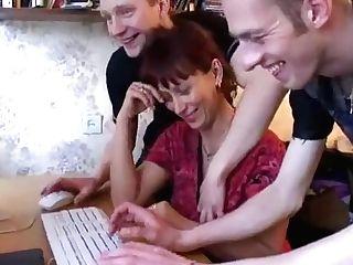 Russian Momalaina Gang-fucked