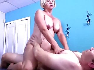 Rubdown Internal Cumshot For Big Booty Mom I´d Like To Fuck