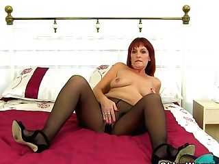 Uk Gilf Clare Fucks Her Pantyhosed Coochie With A Faux-cock